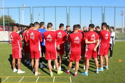 La Albirroja prueba su poderío ante Serbia