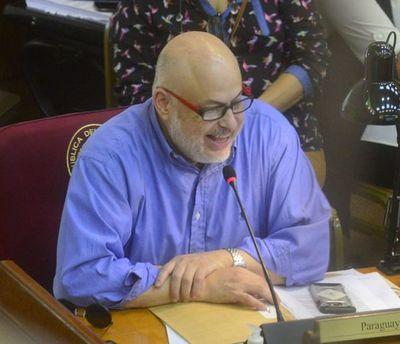 Duro roce verbal entre Payo Cubas y Blas Llano durante homenaje a Domingo Laíno en el Senado