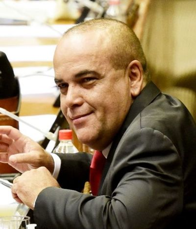 Núñez insiste en aumentar los votos