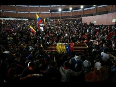 Un multitudinario velorio despide a indígena fallecido en protesta en Ecuador