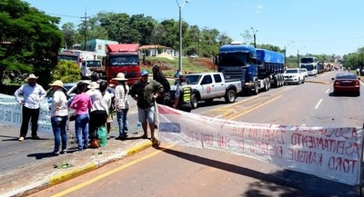 Tomateros liberaron ruta en Coronel Oviedo, pero advierten nuevo cierre