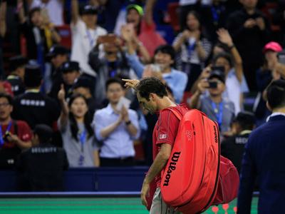 Federer queda fuera de Shanghái tras un tenso partido