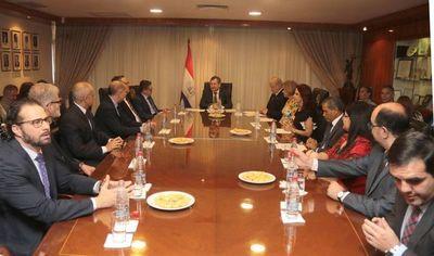 Eminentes juristas nacionales y extranjeros reunidos en la Corte