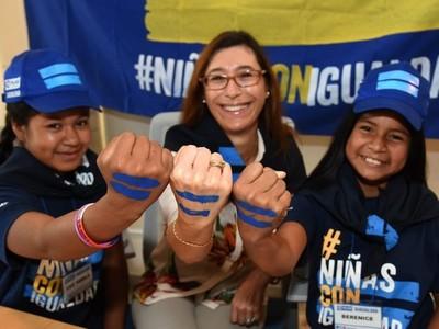 Por un día, embajada de Italia y Grupo BID cedieron el poder a las niñas