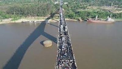 Renuncia presidenta de INDI y nativos despejan puente