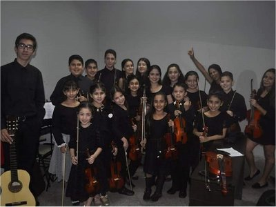 Músicos caacupeños denuncian cierre irregular de clases de violín