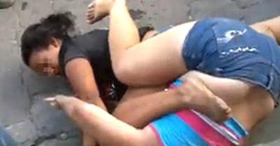 Mamás golpeadas por  ¡sus propias retoñas!