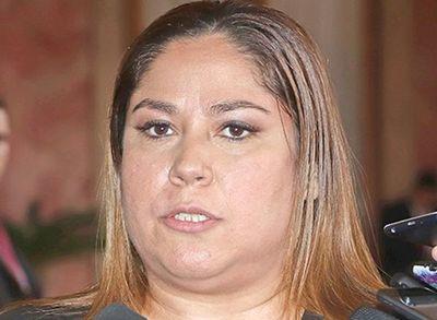 Samudio ubicó en Petropar a una treintena de asesores vip
