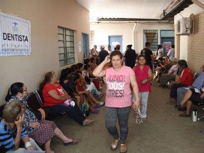 Por   anteojos gratis, niños y adultos  coparon el  Hospital   Barrio Obrero
