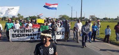 Indigenas aguardan a Gobernador de Presidente Hayes para concretar acciones