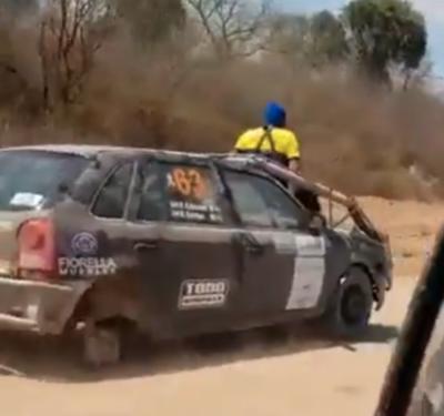 Sin una rueda igual llegó a la meta en el Rally del Chaco