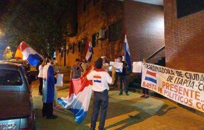 Escraches en Itapúa a diputados que blindaron a sus colegas