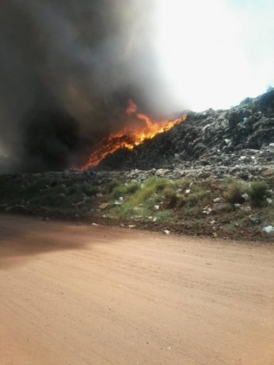 Bomberos sofocan incendio en Cateura