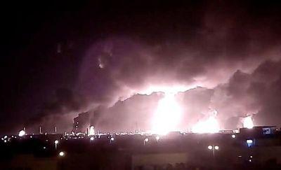 Arabia Saudita interrumpe producción de petróleo tras ataque con drones a refinerías