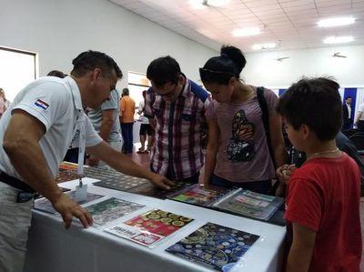 Numismáticos exhiben colección en Pilar