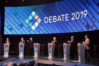 Crisis y política exterior marcan primer debate para los comicios argentinos