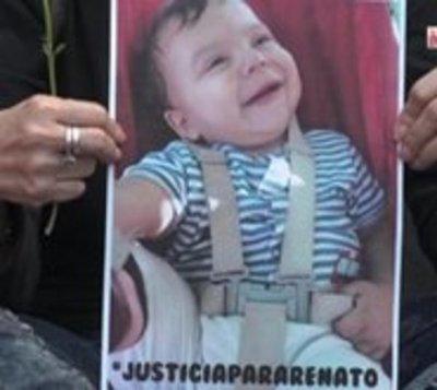 Abuela de Renato celebra imputación contra médicos de Migone