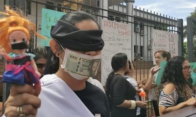 Juez prohíbe manifestación contra sus colegas