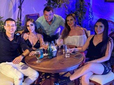Néstor Camacho celebró su cumple con nueva chica'i