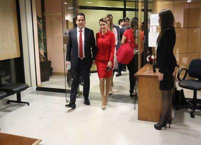 Marly Figueredo: Unidad partidaria es una farsa y medios atacan a su marido