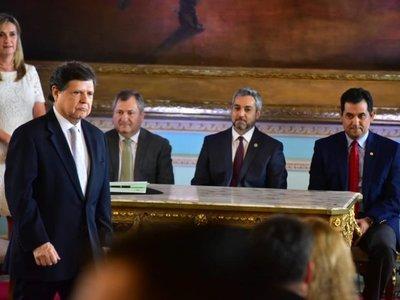 Euclides Acevedo jura como nuevo ministro del Interior