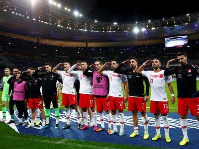 Los jugadores turcos volvieron a hacer el polémico saludo militar