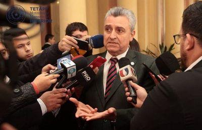 Ministro califica de ilegal brazos caídos de la Policía