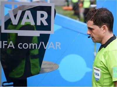 La IFAB examinará la implantación del VAR en una veintena de Ligas