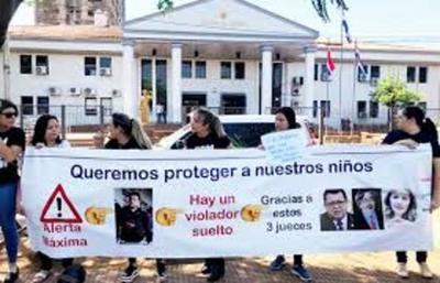 JUEZ PROHÍBE MANIFESTACIONES CONTRA MAGISTRADOS  TRAS LA LIBERACIÓN DE UN PRESUNTO VIOLADOR