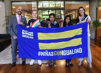 Embajada de Italia y Grupo BID cedieron el poder a las niñas