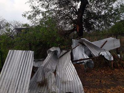 Tras temporal, intendente de Bahía Negra pide ayuda ante destrozos