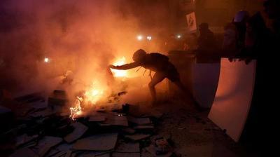 Incidentes en Barcelona: fuego cerca de la sede de Gobierno