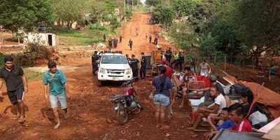 Desalojan plaza invadida por unas 100 personas en el barrio La Blanca de CDE