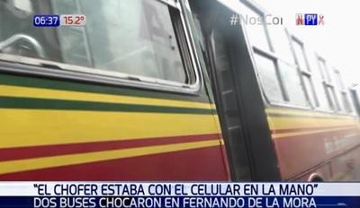 Chofer de bus choca mientras chateaba, según pasajeros