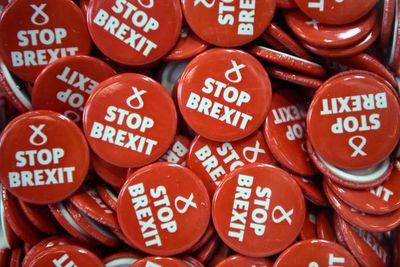 Reino Unido y la UE retoman la negociación del Brexit en tiempo de descuento