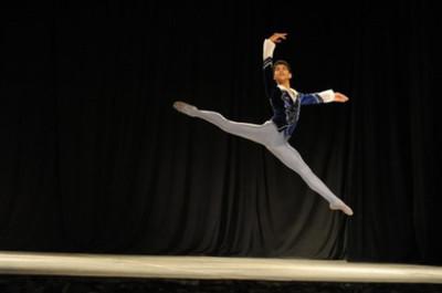 Jiva Velázquez, el joven bailarín que llegó de Paraguay para brillar en el Teatro Colón