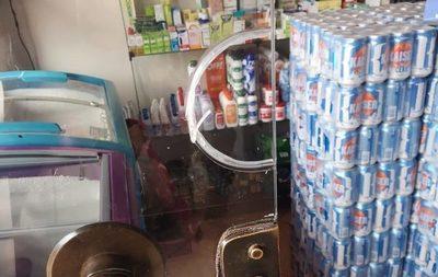 Roban cerveza y dinero de local comercial