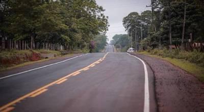 Inauguran asfaltado que beneficia a productores de banana y piña en San Pedro