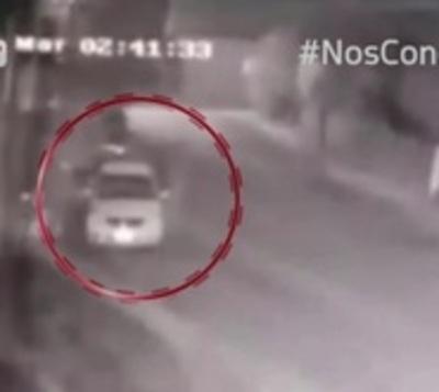 Le robaron el auto frente a su departamento