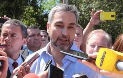 """HOY / Abdo dispara a """"los agoreros  del mal"""" y asegura que sus  promesas tienen financiación"""