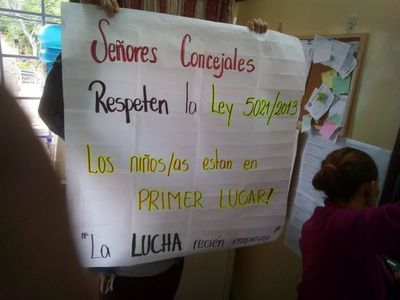 Protesta contra concejales de Lambaré