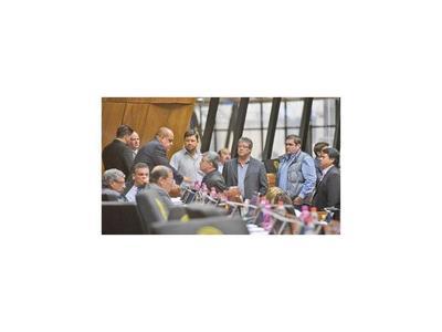 Los cartistas madrugaron al oficialismo con apoyo de Ulises