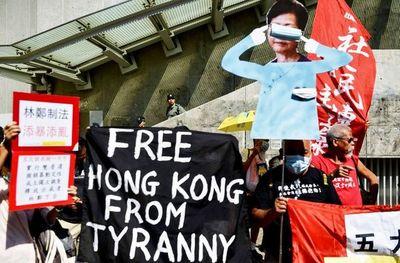 Líder pro democracia de Hong Kong atacado a martillazos