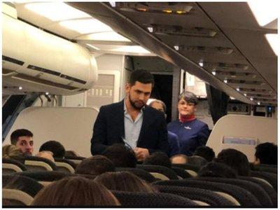 """""""¡Que se baje del avión!"""", le gritaron a """"Joselo"""" Rodríguez"""
