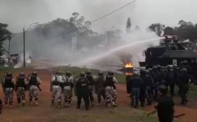 Fiscalía libera a tomateros detenidos tras manifestación