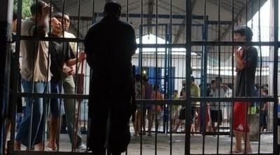 Funcionarios penitenciarios posponen huelga por cinco días