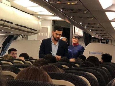 Joselo Rodríguez es escrachado por pasajeros en un avión