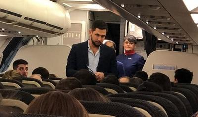"""Escrachan a """"Joselo"""" en un vuelo con destino a  Paraguay"""