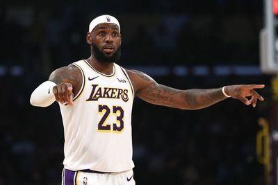 LeBron guió el triunfo de los Lakers