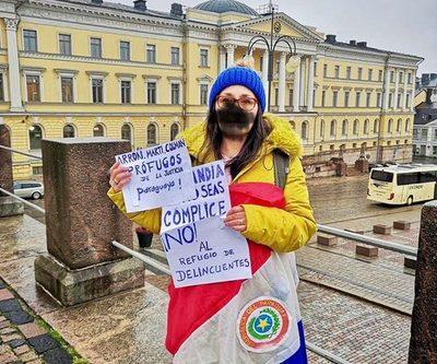 Así una paraguaya se manifestó en Finlandia por el caso Arrom y Martí